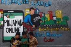 Kisah mereka yang terjebak dan dijebak pinjaman online ilegal